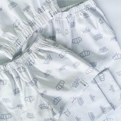 Брюки с карманами серые короны на белом фоне