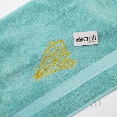 Махровое банное полотенце с вышивкой поезда