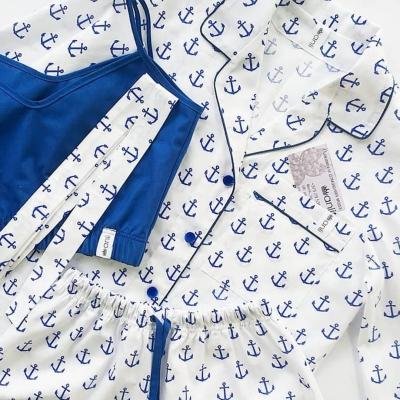 Пижамный жакет синие якоря на белом фоне