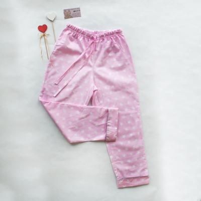 Пижамные брюки звезды на розовом фоне