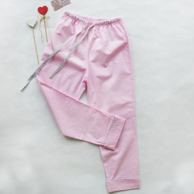 Пижамные брюки белый горошек на розовом фоне