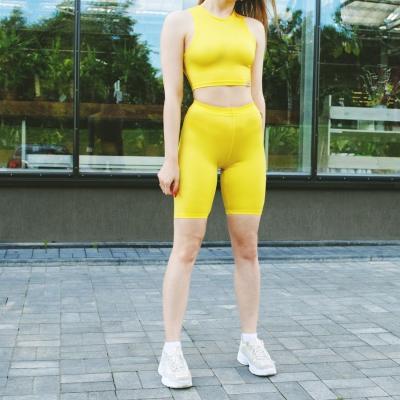 Укороченные желтые велосипедки с завышенной талией