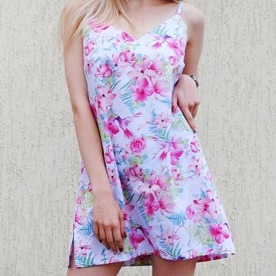 Мини платье-сарафан в расцветке яркие цветы