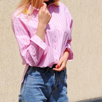 Классическая рубашка свободного кроя в бело-розовую полоску
