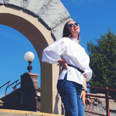 Рубашка свободного кроя с рукавами-буфами белого цвета