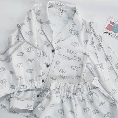 Пижамный жакет серые короны на белом фоне