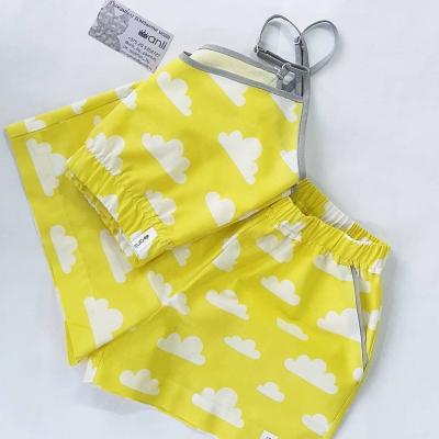 Домашние шорты с карманами облака на желтом фоне