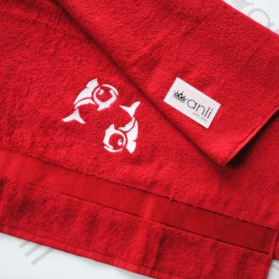 Махровое банное полотенце с вышивкой рыб