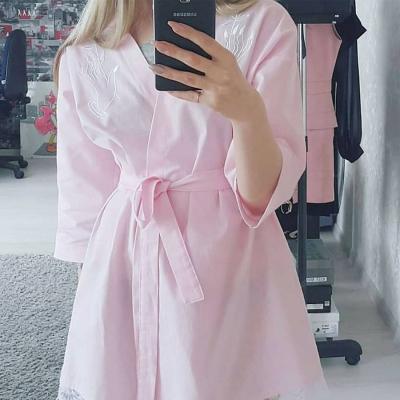 Нежно-розовое платье-халат с вышивкой