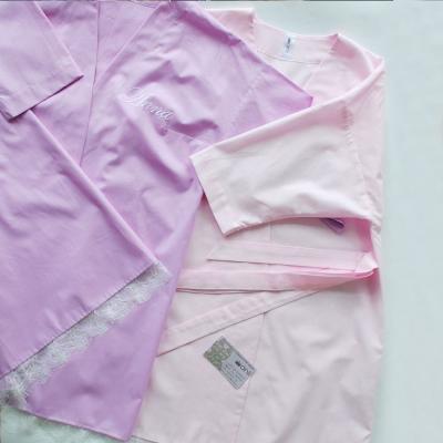 Нежно-розовое платье-халат без вышивки