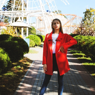 Пальто свободного кроя ягодно-красного цвета с вышивкой