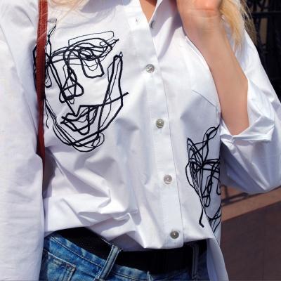 Классическая рубашка свободного кроя белого цвета с вышивкой