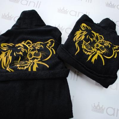 Женский махровый халат с вышивкой льва и львицы