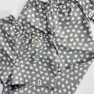 Домашние шорты с карманами сердечки на сером