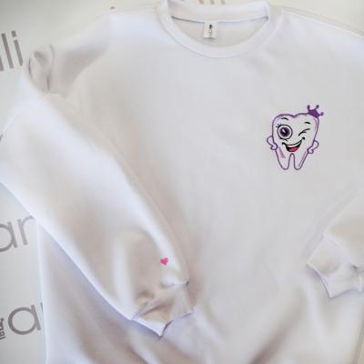 Белый oversize свитшот с объемными рукавами с вышивкой