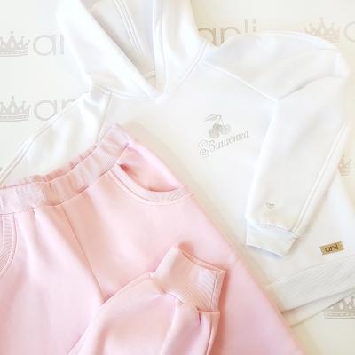 Оversize худи с капюшоном белого цвета с вышивкой вишенок