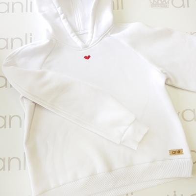 Оversize худи с капюшоном белого цвета с вышивкой сердечка