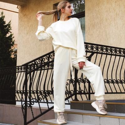Объемные брюки с карманами цвета экрю