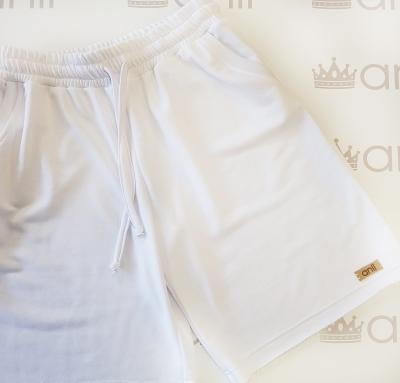 Шорты с карманами в стиле сафари белого цвета