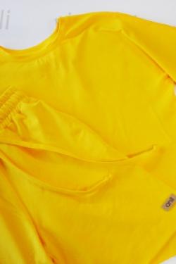 Удлиненная футболка оверсайз кроя жёлтого цвета