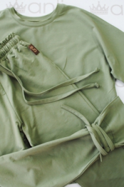Удлиненная футболка оверсайз кроя цвета оливка