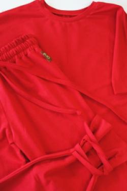 Удлиненная футболка оверсайз кроя красного цвета